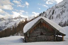 snowy-cabin-picture